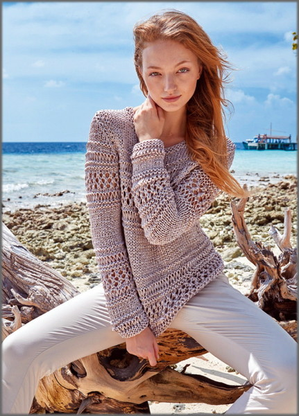 пуловер с ажурными прошвами выполненный из вискозной пряжи