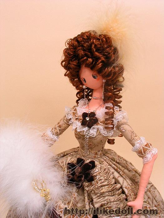 Эффектный образ куклы дополняют и аксессуары - крошечные зонтики, сумочки,веера, шляпки, букеты.